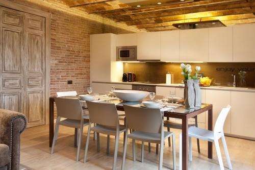 Enjoybcn Miro Apartments photo 27