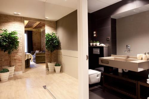 Enjoybcn Miro Apartments photo 35
