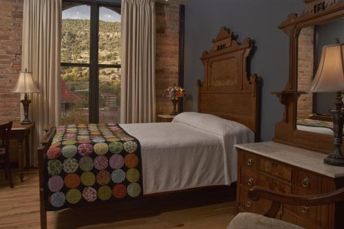 The Hotel Denver - Glenwood Springs, CO 81601