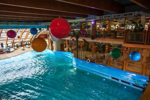 Отель Ривьера Стандартный номер с 1 кроватью или 2 отдельными кроватями и видом на город (включено посещение аквапарка + кинотеатра 5D)