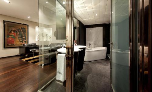 Suite Hotel Urban 8