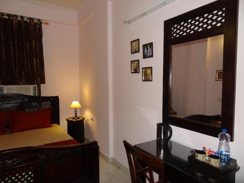 . Tulsian Guest House & Apartments