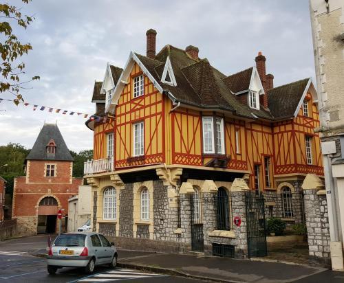 . La Porte De Bretagne