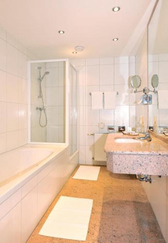 Фото отеля Hotel Goldener Brunnen