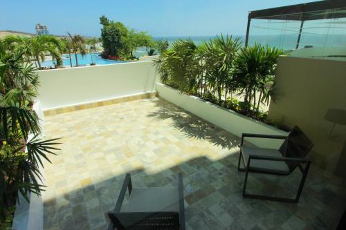 Hotel Poseidon, Manta