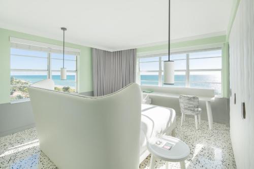 2445 Collins Ave, Miami Beach, FL 33140, United States.