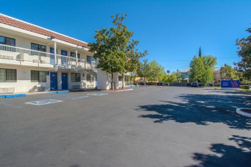 Motel 6 Redding South - Redding, CA 96002