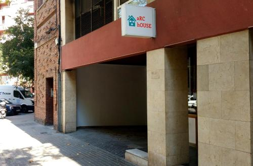 Arc House Barcelona - Youth Hostel photo 3