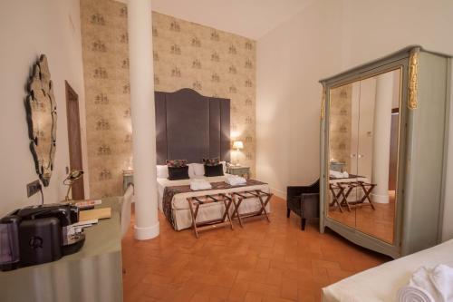 Deluxe Triple Room Palacio Pinello 9