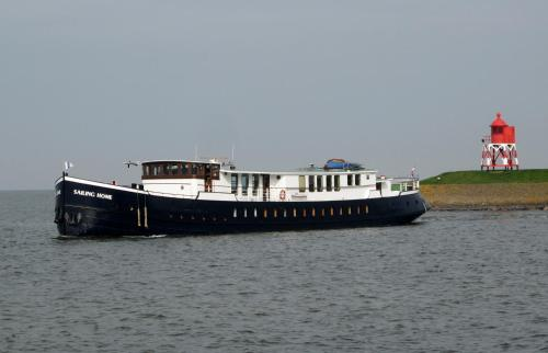 Botel Sailing Home photo 11