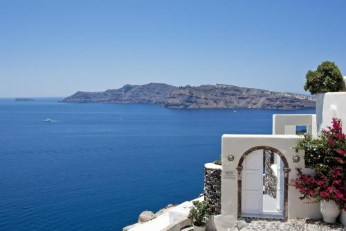 84702, Oia, Santorini, Greece.