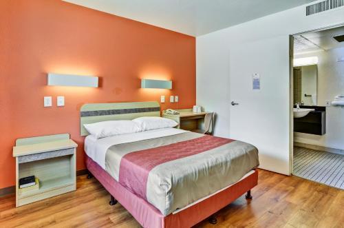 Motel 6 Pittsburgh - Crafton - Pittsburgh, PA 15205