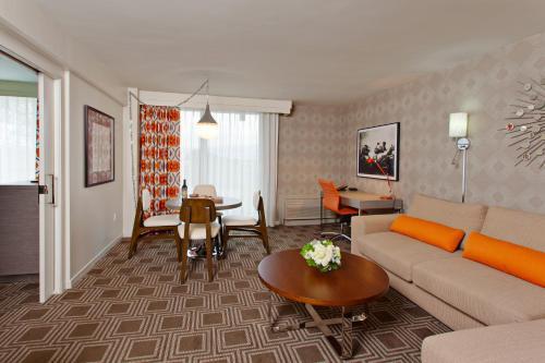 4222 Vineland Avenue, Studio City, Los Angeles, CA 91602, United States.