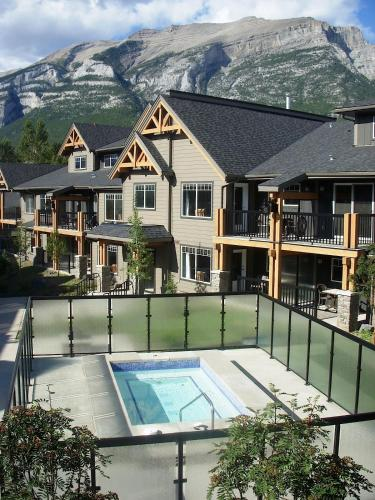 Rocky Mountain Getaway - Apartment - Canmore