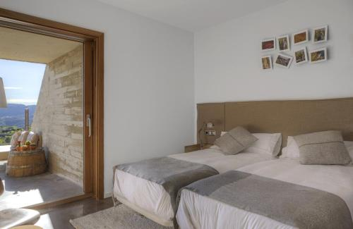 Double or Twin Room with Terrace Trossos Del Priorat 18