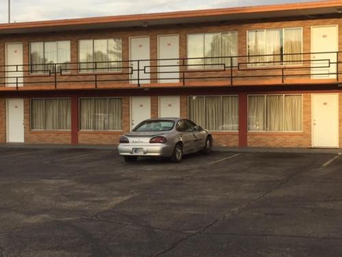 Statesman Inn - Terre Haute, IN 47807