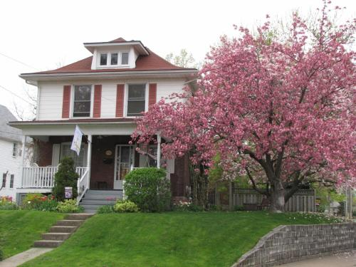 Strathaird Bed and Breakfast - Accommodation - Niagara Falls