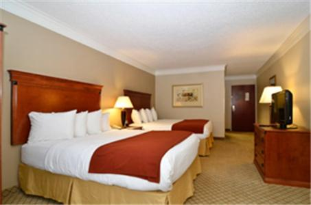 Baymont By Wyndham Madisonville - Madisonville, KY 42431