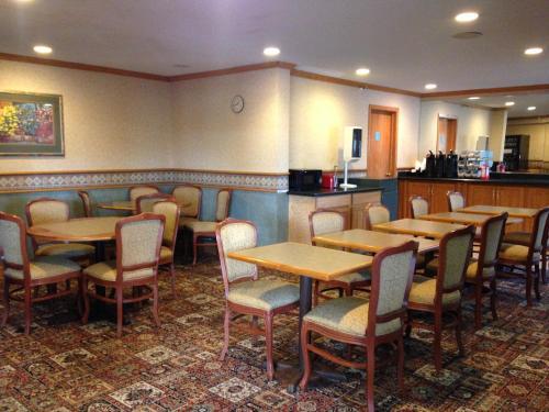 Norwood Inn & Suites - Brooklyn Center, MN 55430