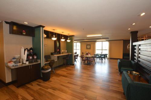 Comfort Inn & Suites - Newcastle - Newcastle, OK 215 32