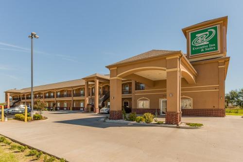 . Executive Inn & Suites Cushing