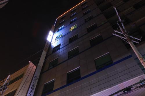 Marina Motel Nampodong 86-2 Jungang-dong 4-ga Busan, Hotels