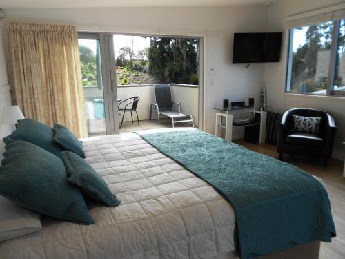 . Oneroa Secret Garden Apartments