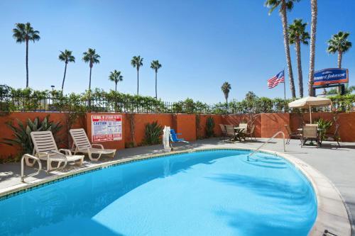 Howard Johnson By Wyndham San Diego Sea World - San Diego, CA 92110