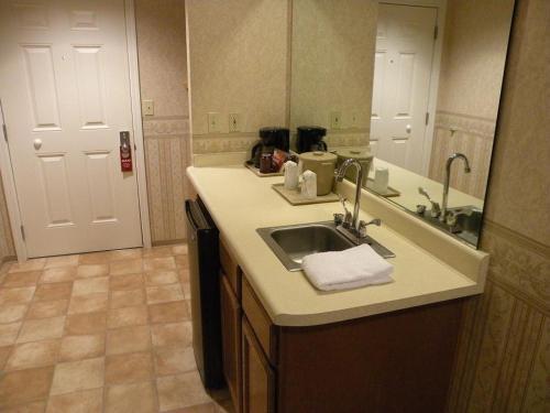 Bayview Motel - Eureka, CA 95501