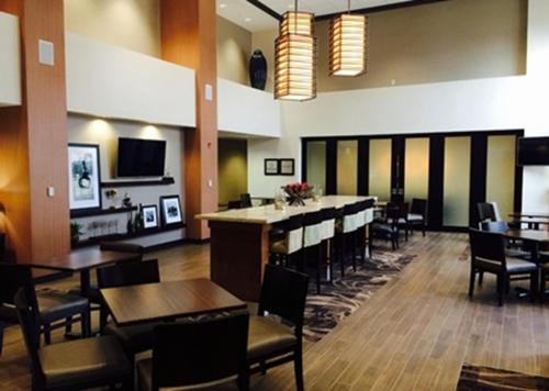 Hampton Inn & Suites Pittsburgh/Harmarville - Pittsburgh, PA 15238