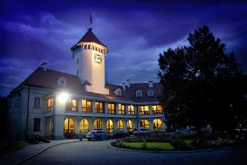 . Hotel Zamek Pułtusk Dom Polonii