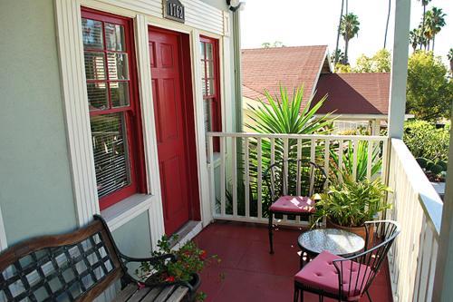 Hollywood Hills Suites - Los Angeles, CA 90028