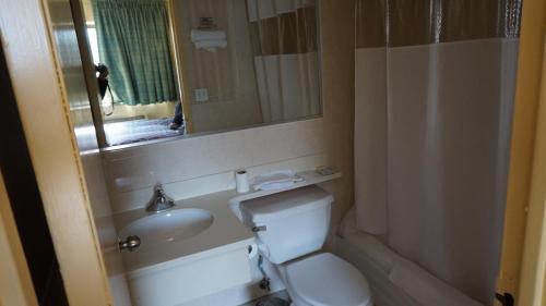 Flushing Motel - image 4