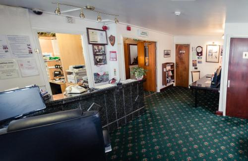 Huddersfield Central Lodge Hotel picture 1 of 29