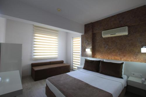Фото отеля Myra Hotel