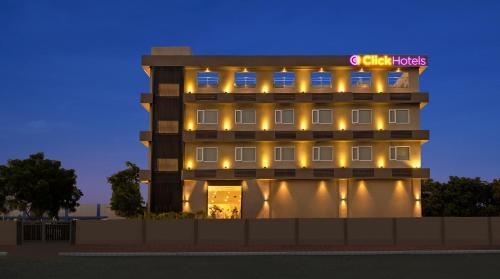 . Click Hotel Bhuj