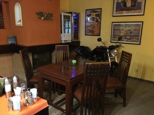 Restaurace-Penzion U Pilota - Kněževes