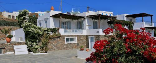 Ano Petali, Sifnos 84003, Greece.