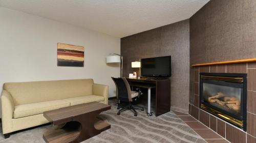 Holiday Inn Express Hotel & Suites - Edmonton International Airport - Photo 8 of 128