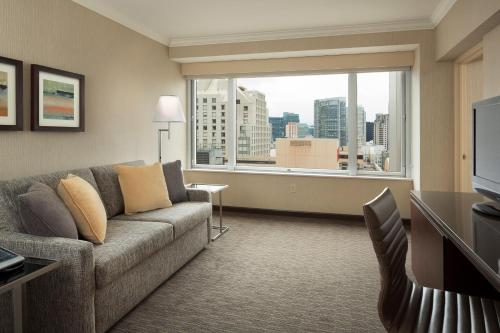 Hilton San Francisco Union Square Люкс с 1 спальней и 1 кроватью размера «king-size»