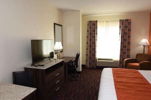 Фото отеля Home Away Suites Enid
