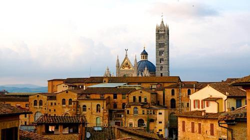 Pian di Mantellini 34, 53100 Siena, Italy.