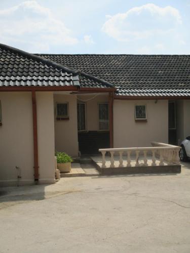 Avion Lodge