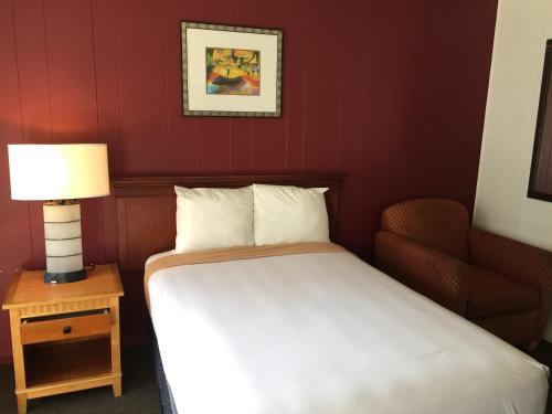 Holiday Lodge - Los Angeles, CA 90017