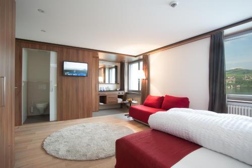 __{offers.Best_flights}__ Seehotel Delphin
