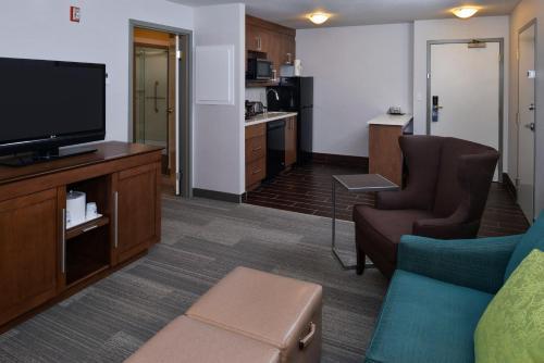 Hampton Inn & Suites by Hilton Calgary University NW - Calgary, AB T2M 4L2