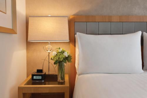 Executive Hotel Le Soleil New York Представительский люкс с кроватью размера