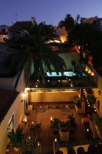 Rua das Janelas Verdes, 92, 1200-692 Lisbon, Portugal.