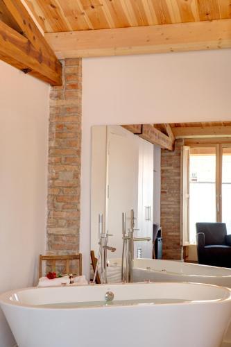 Habitación Doble Deluxe con bañera Hotel La Freixera 7