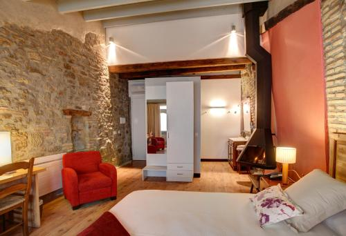 Deluxe Double Room with fireplace and arc Hotel La Freixera 1